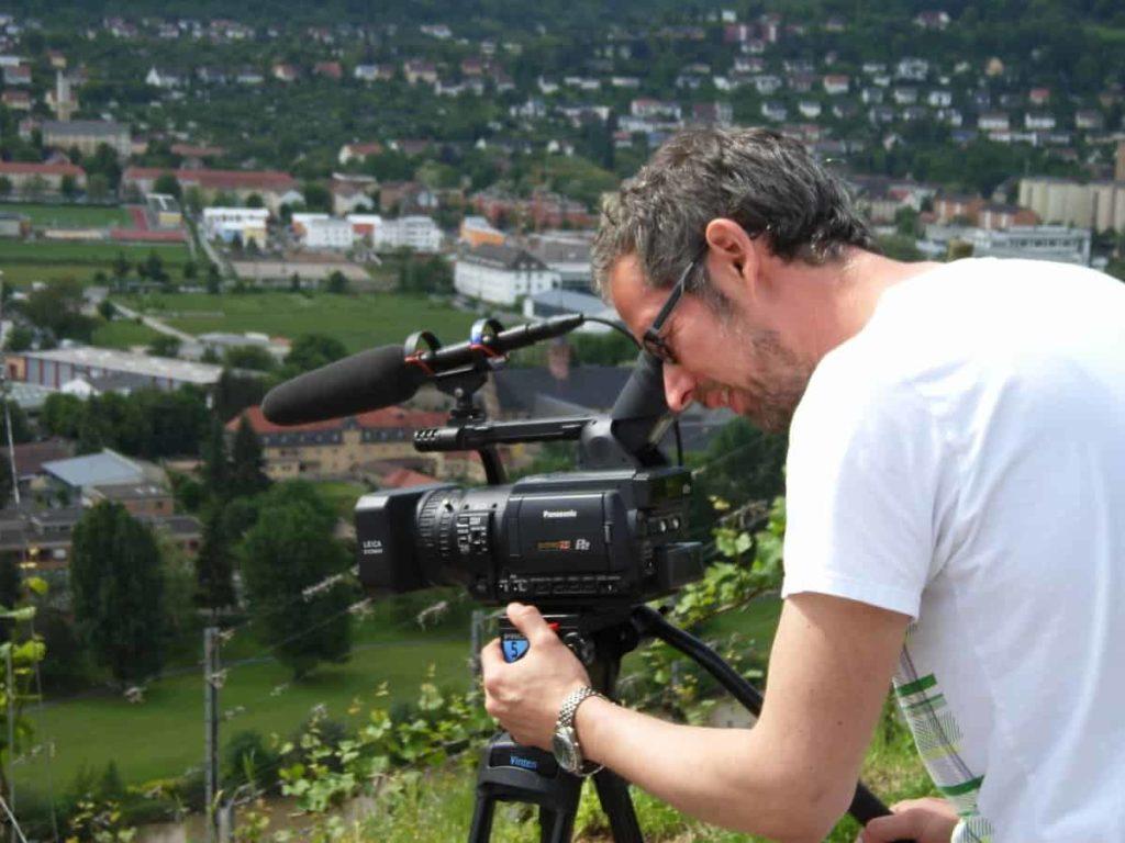 Kameramann Erik Aschs gewohnte Pose
