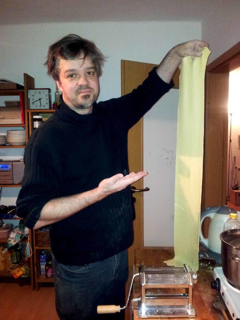 Nudeln, selbst gemacht und ungeschnitten