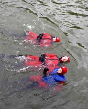 Die ersten Schwimmer kommen an
