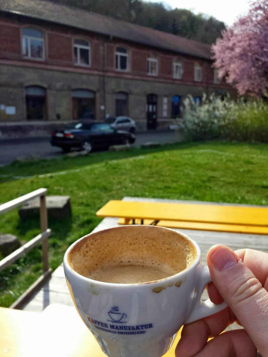 """Cappuccino auf dem Sonnendeck der """"Bar 87"""""""