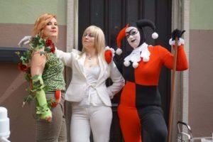 Bein kein Experte, aber ich rate mal: Poison Ivy, Emma Frost und Harley Quinn?