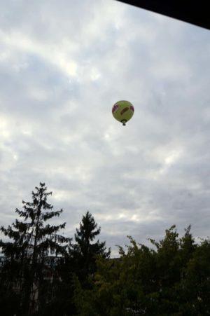 Heißluftballon über der Sanderau in Würzburg