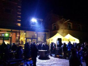 Weihnachtsmarkt auf dem Bürgerbräu-Gelände - mit dem DJ-Pult auf dem Dach.