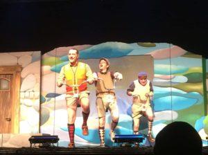 Peter Shaw, Bob Andrews und Justus Jonas fahren Fahrrad.