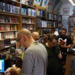 Auch im Laden war schon was los - und es wurde noch viel voller.